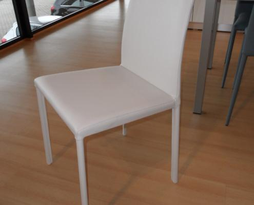 Sedia ecopelle in occasione outlet mobili e for Outlet arredamento vicenza