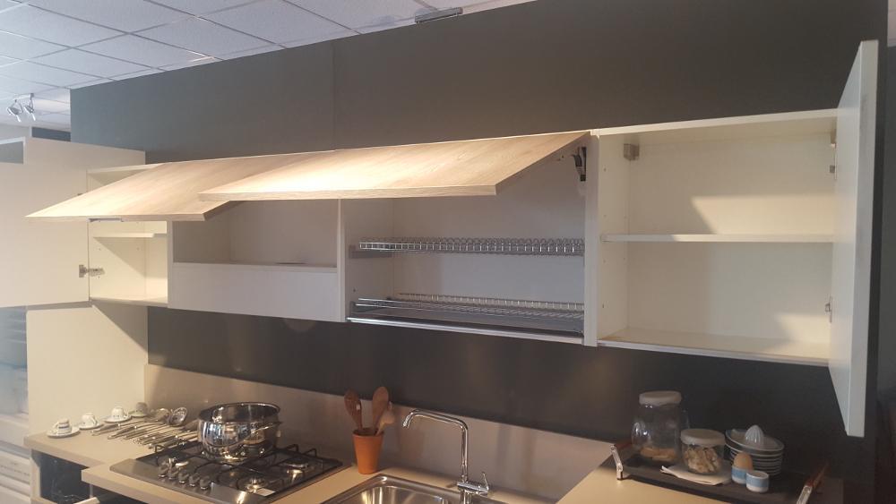 Cucina bianco opaco laminato rovere in for Bml arredamenti