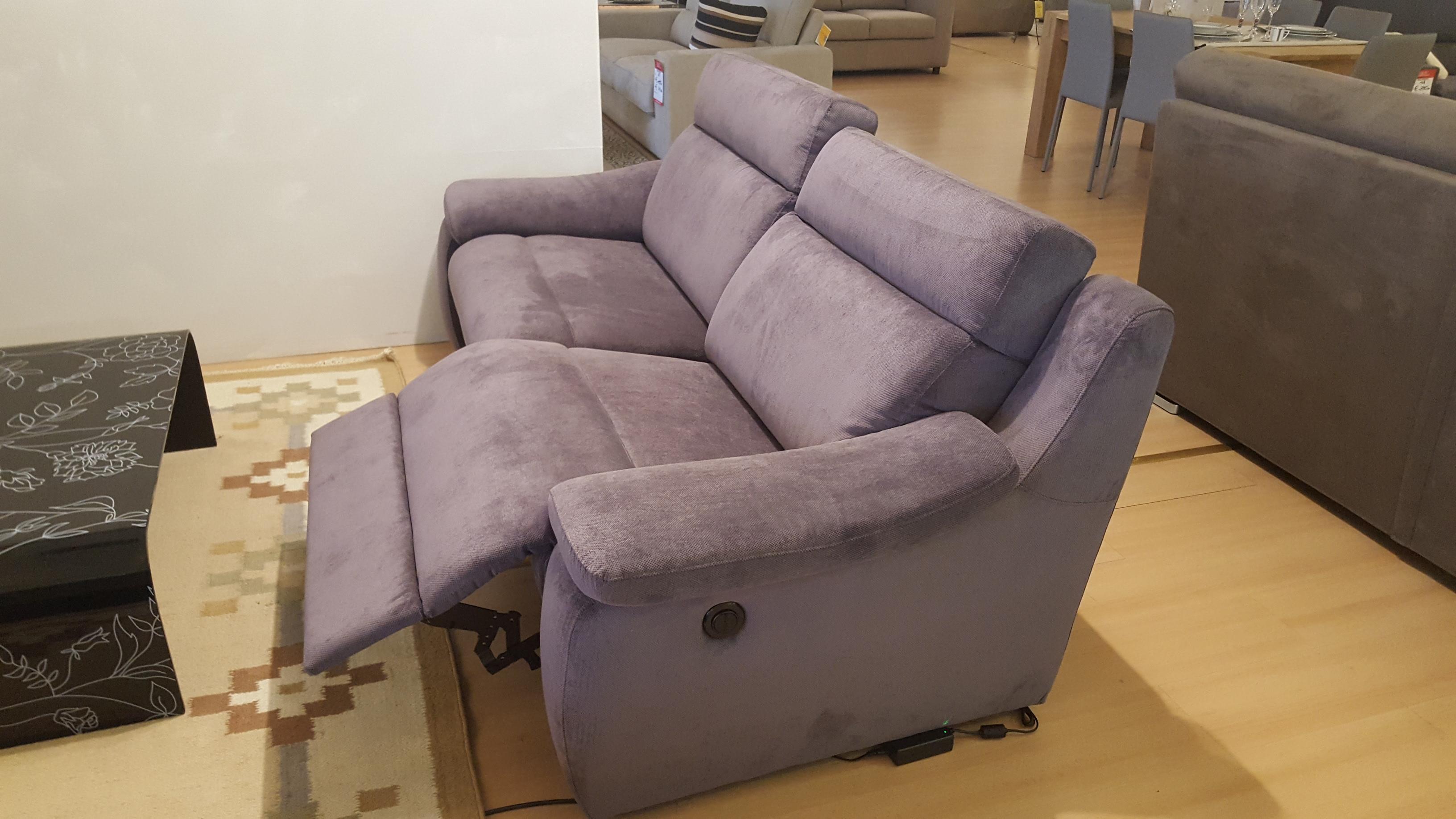 Coppia di divani con schienale e poggiapiedi recliner - Divani a vicenza ...