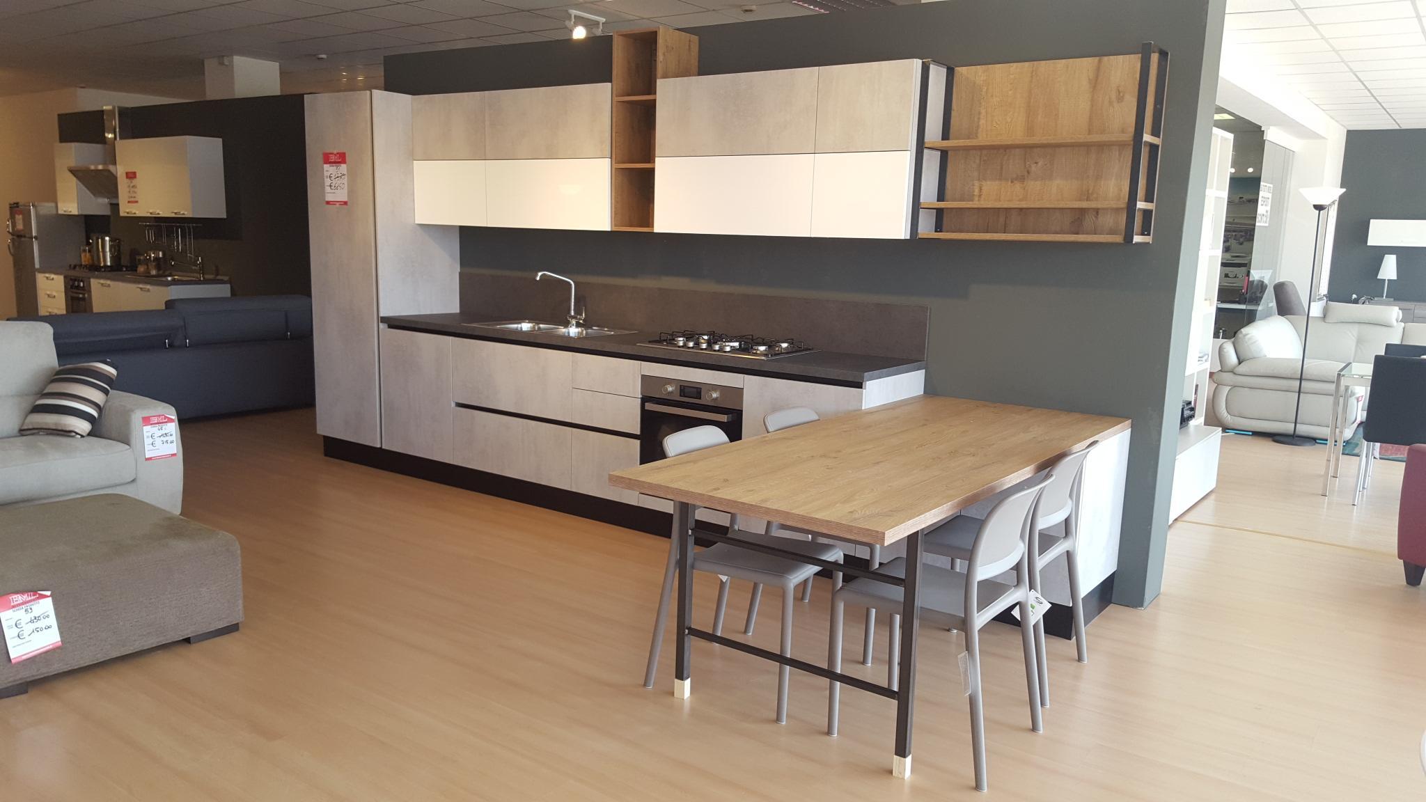 Cucina tre finiture outlet mobili e arredamento for Bml arredamenti