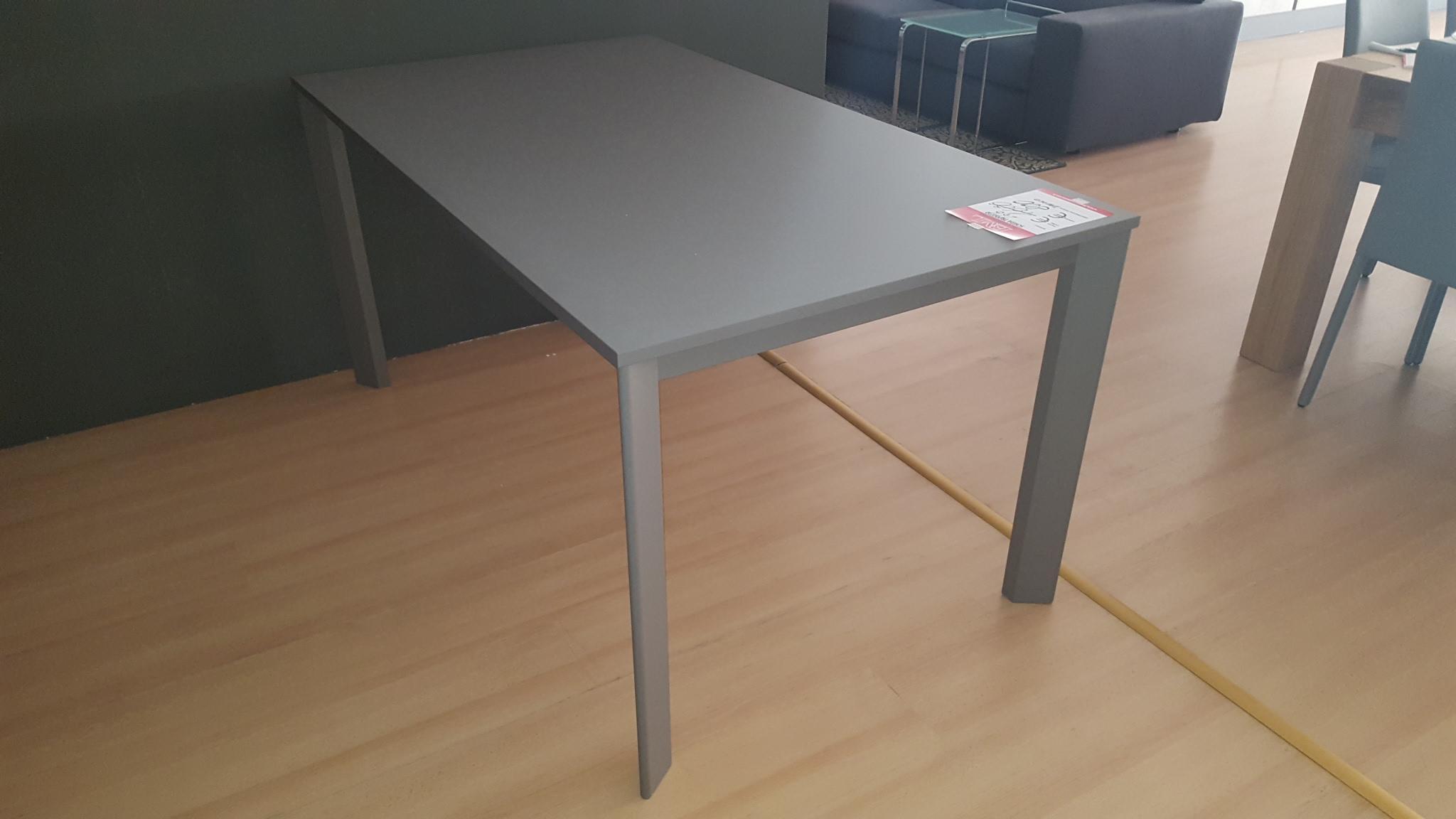 Tavolo grigio outlet mobili e arredamento a for Bml arredamenti