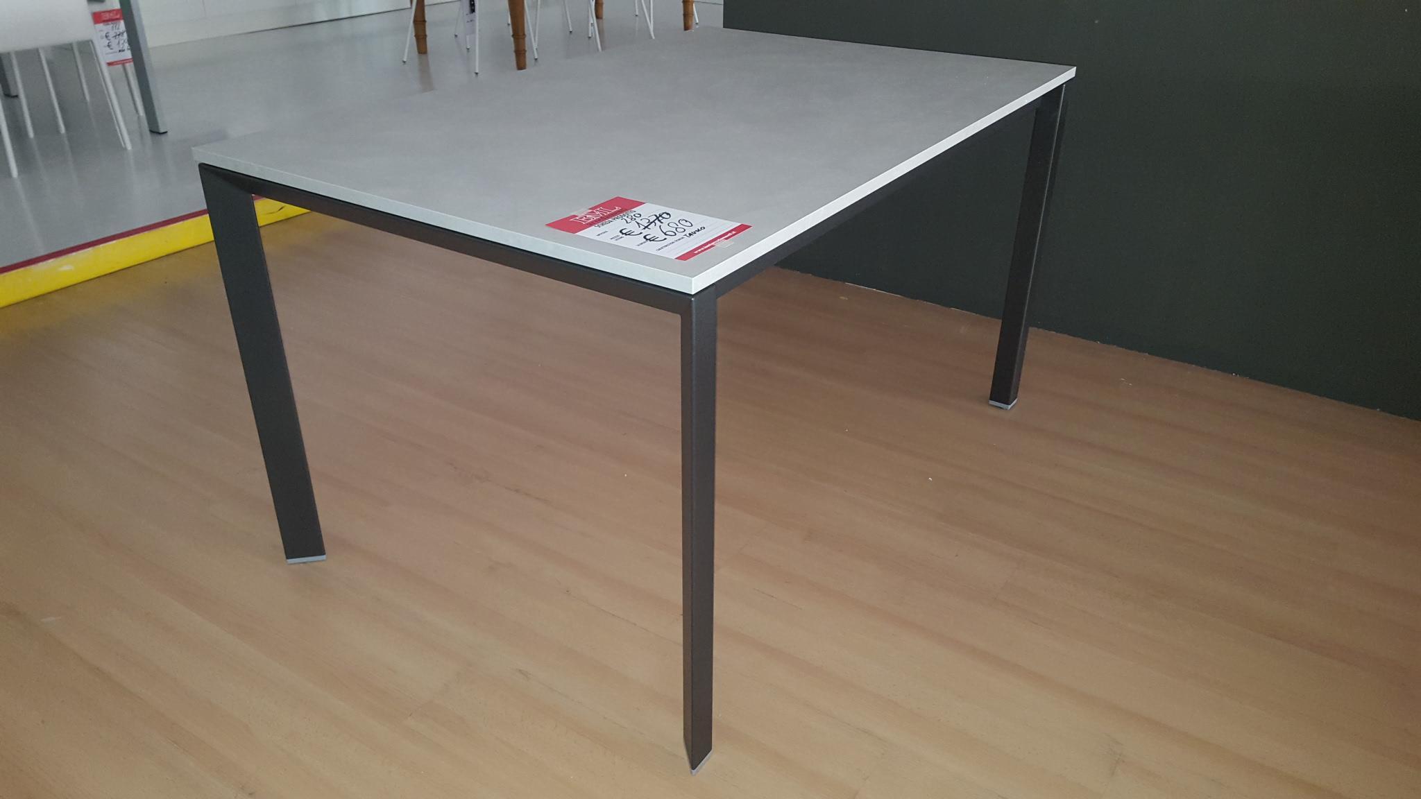 Interesting tavolo laminato cemento gambe metallo nero art - Tavoli design famosi ...