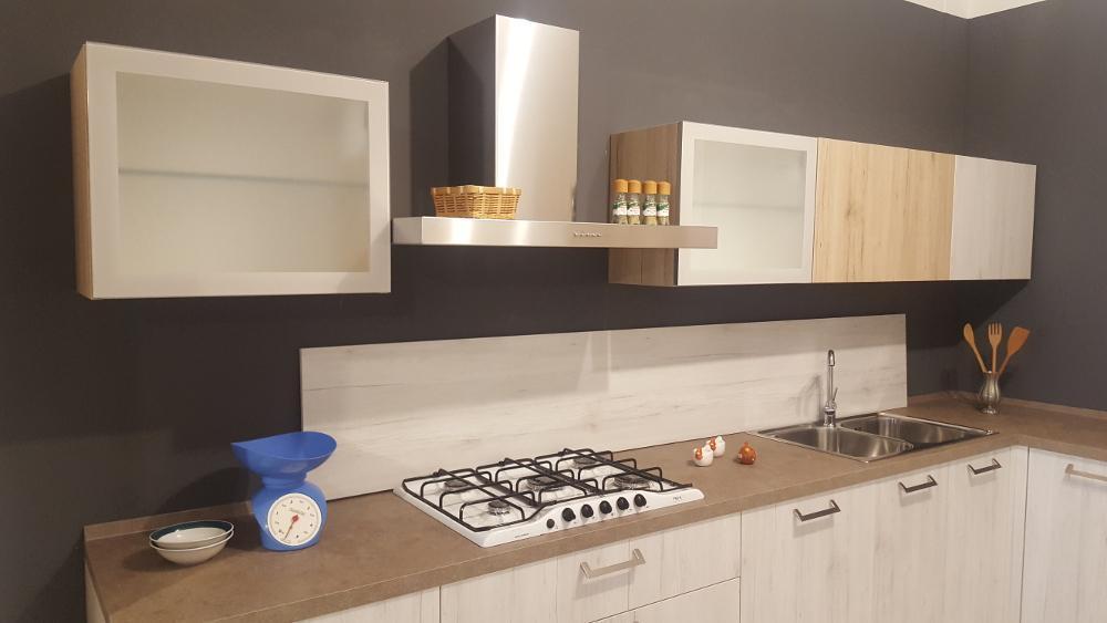 Cucina ad angolo outlet mobili e arredamento a for Outlet arredamento vicenza