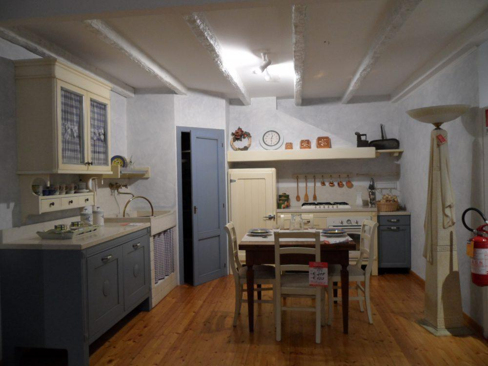 Cucina mod country outlet mobili e arredamento for Bml arredamenti