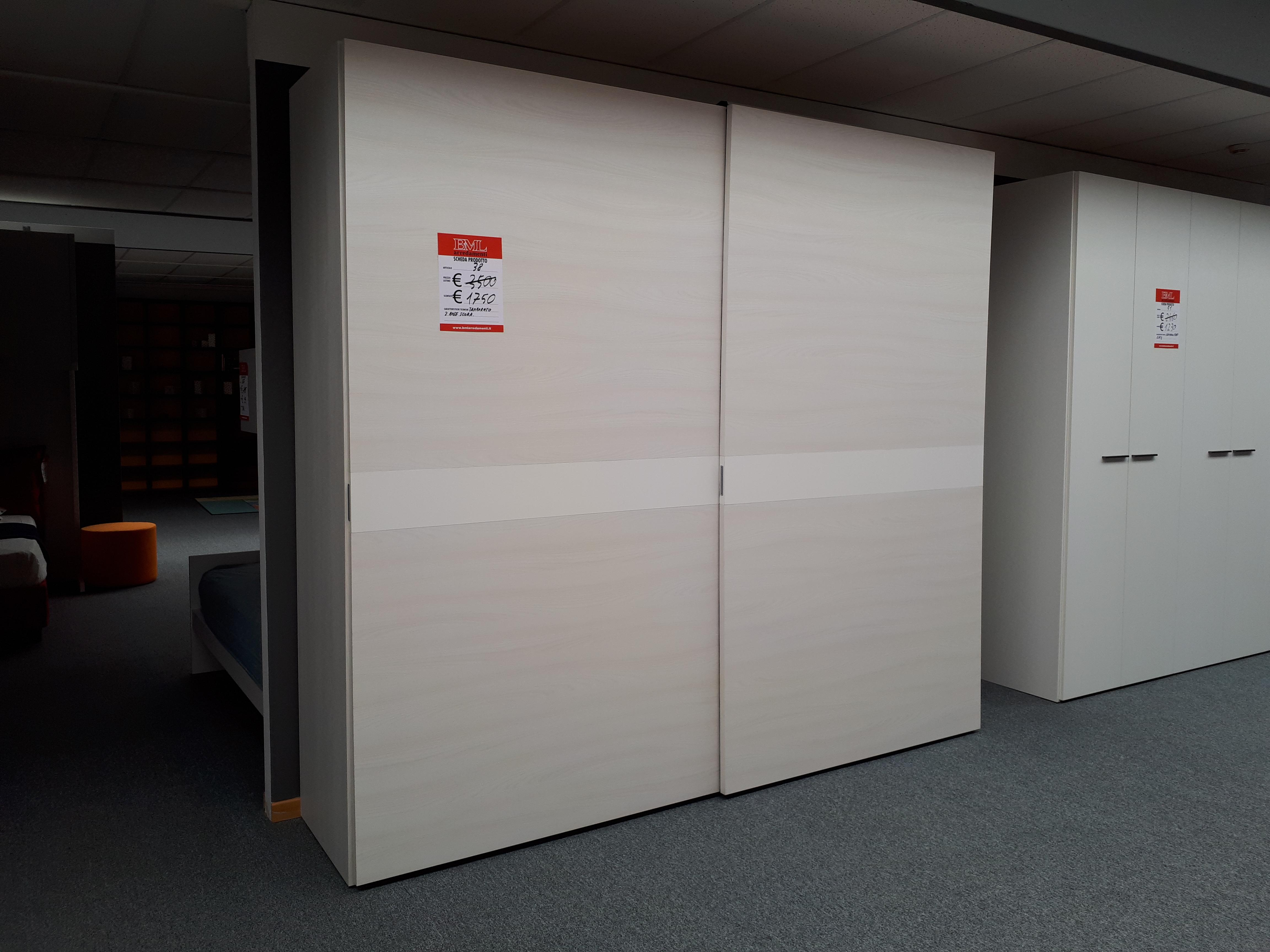 Armadio frassinato bianco art 38 outlet mobili e for Outlet mobili vicenza