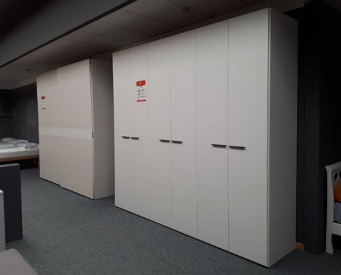Armadio frassinato bianco art 51 outlet mobili e for Outlet arredamento vicenza