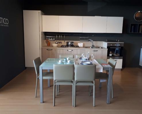 Cucina bianco opaco + laminato rovere (art.217) in promozione ...