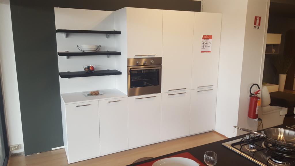 Cucina bianca e nera - Outlet mobili e arredamento a Vicenza ...