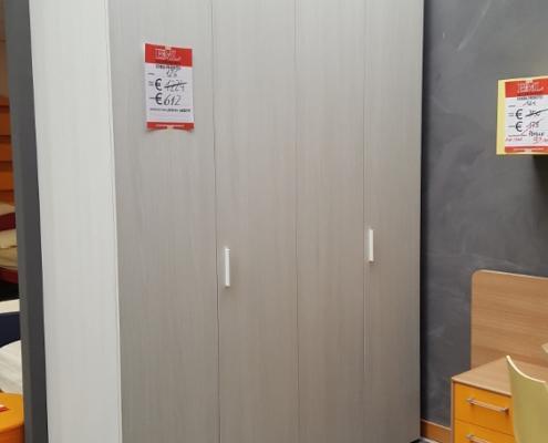 Armadio frassinato outlet mobili e arredamento a vicenza for Outlet arredamento vicenza