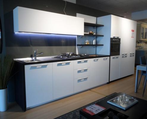 Cucina bianca art 151 outlet mobili e arredamento a for Outlet arredamento vicenza