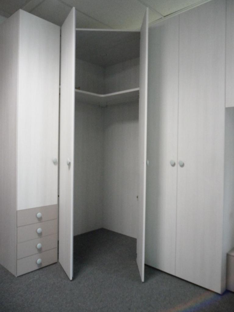 Cameretta ponte ad angolo outlet mobili e for Outlet arredamento vicenza
